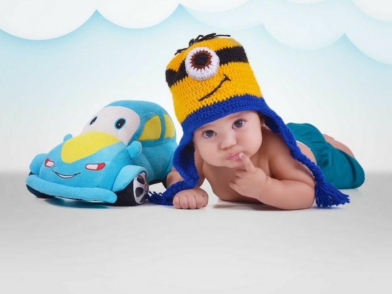 8 tipp, hogy gyermeked biztonságban legyen az autóban