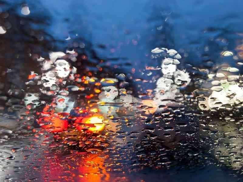 Biztonságos vezetés esőben